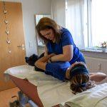 Anwendung Manuelle Therapie am Patienten